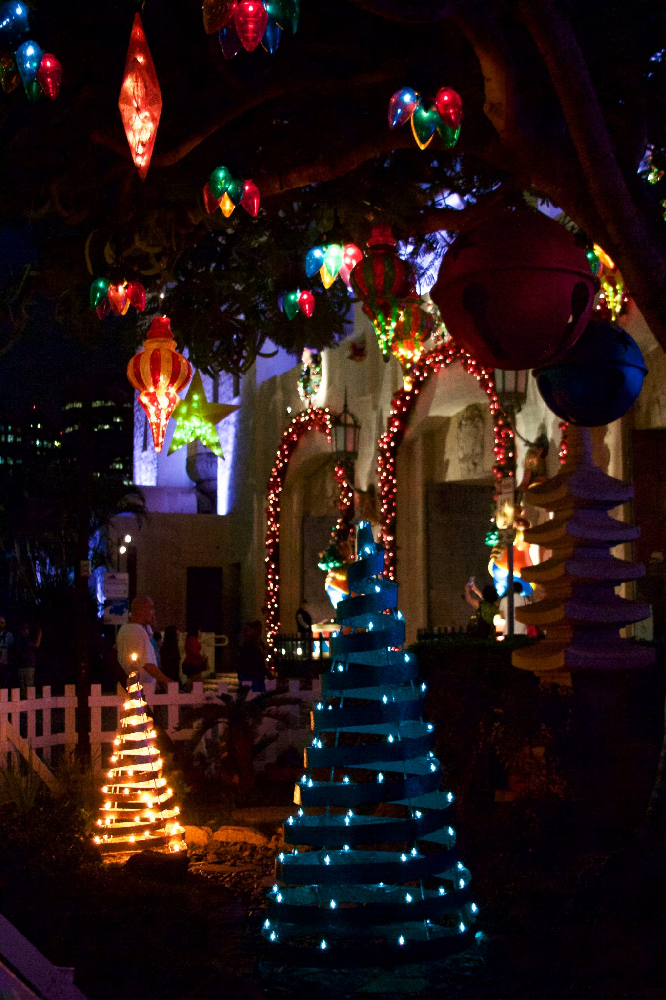 Honolulu City Lights 2016. Photo by Jamie Balaoro